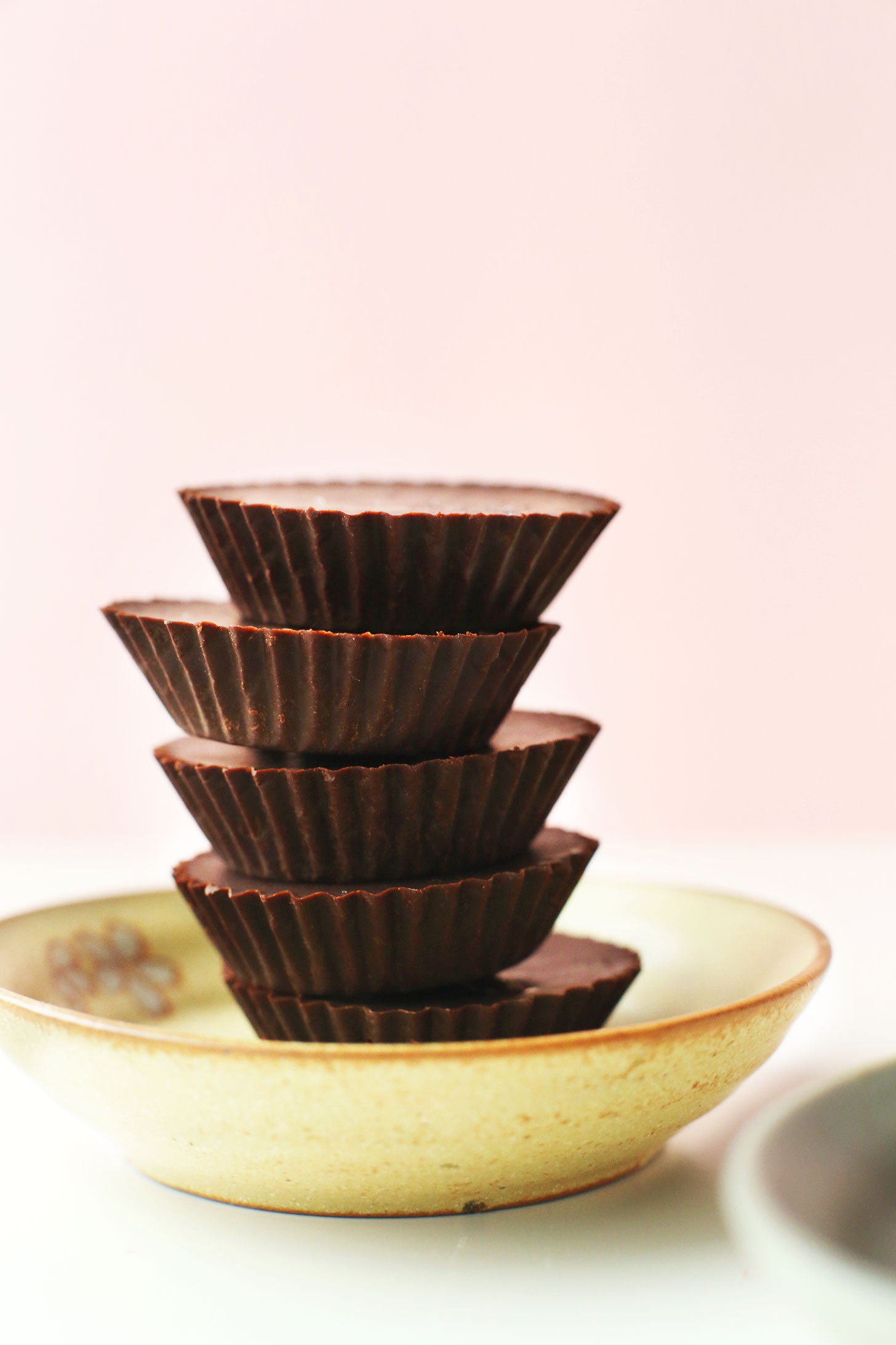 easy-homemade-vegan-chocolate-recipe-simple-ingredients-naturally-sweetened-better-than-storebought-vegan-chocolate-glutenfree-dessert-recipe-easy