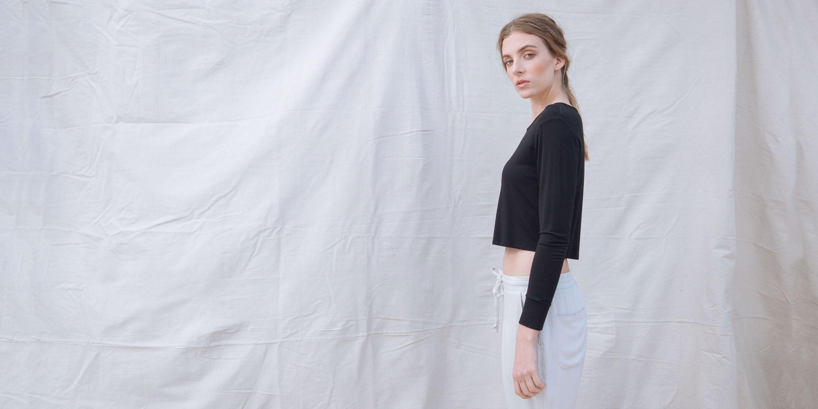 Bamboo Crop Top Black Long Sleeve Europa 3