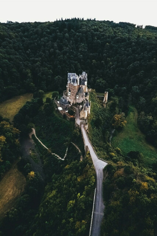 Signs of the season at Eltz Castle Source: bdorts